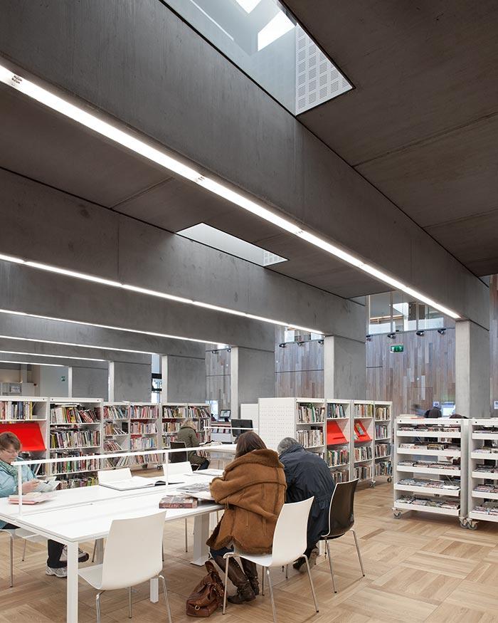 Ballyroan Library 7